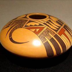 native-american-artist-gloria-kahe-hoels-indian-shop-sedona-arizona